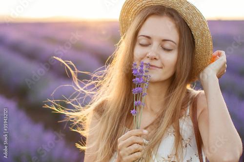 Beautiful woman on lavander field. Фотошпалери
