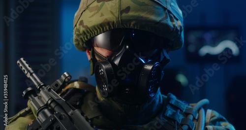 Cuadros en Lienzo Portrait of soldier in full combat gear