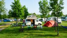 Schöner Familien Camping Urlaub Mit Camping Bus Wohnmobil In Deutschland Europa Campingplatz