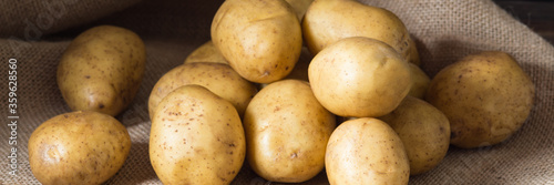 Foto Lots of potatoes on the table