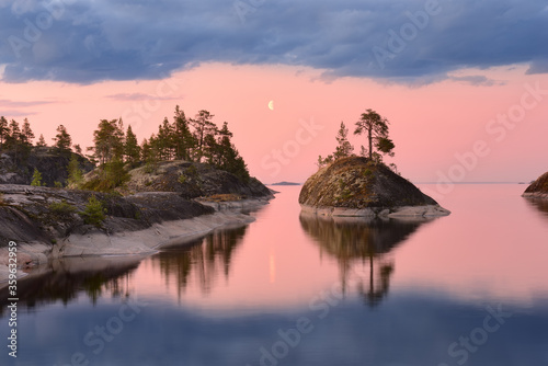 Fotografija Dawn with the moon over the Islands on the lake, lake Ladoga, Republic of Kareli