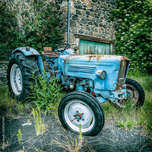 Fototapety, obrazy: vieux tracteur agricole