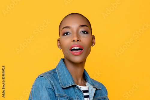 Obraz na plátně Close up beauty portrait of beautiful young African American woman looking at ca