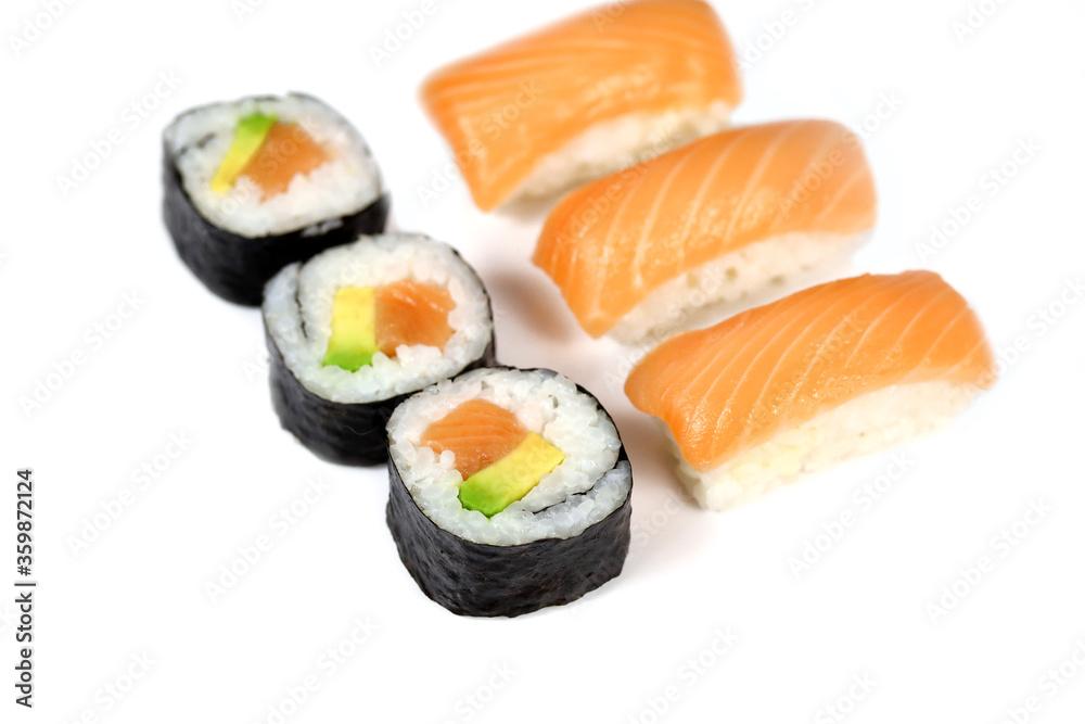 Obraz sushi et maki sur un fond blanc fototapeta, plakat