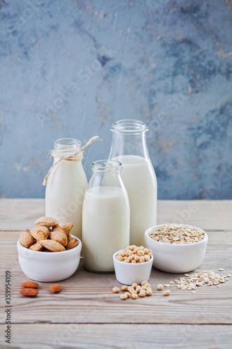 Fotografia dairy free milk drink and ingredients