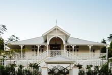 Large Queenslander Home With B...