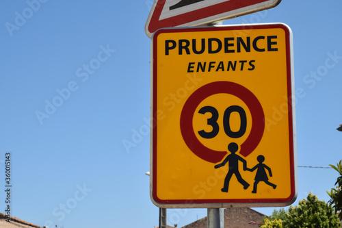 Panneau de signalisation : prudence enfants vitesse limitée à 30 kmh Canvas Print