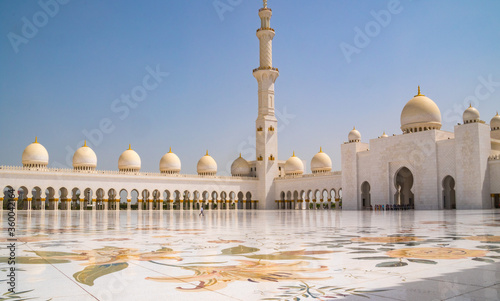 Fényképezés Inlaid mother-of-pearl floral design in marble flooring with minaret and domes in the background at Sheikh Zayed Grand Mosque in Abu Dhabi, UAE