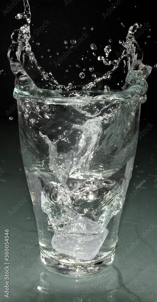 Fototapeta glass of water