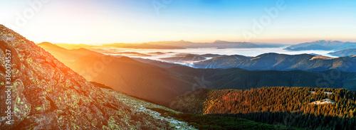 Fotografía Beautiful dawn in the mountain range
