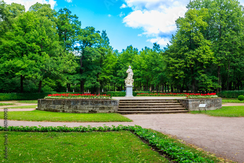 Marble allegorical statue Peace in Pavlovsk park, Russia Canvas-taulu
