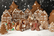 Decorated Gingerbread Houses C...