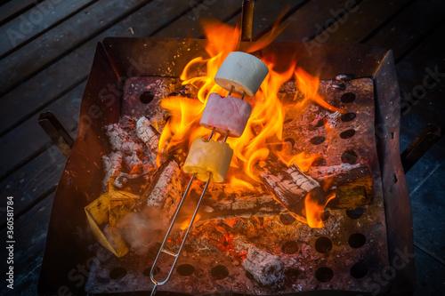 アウトドアで焚き火 Bonfire nights to enjoy outdoors Wallpaper Mural