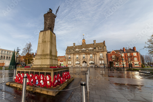 Memorial Square with Municipal Buildings and the War Memorial, Crewe, Cheshire Fototapet