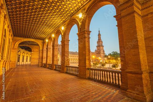 Plaza de España de Sevilla, la plaza más fotogénica de Sevilla, al atardecer cuando se encienden sus farolas y la iluminan antes de que se vaya el sol Canvas Print