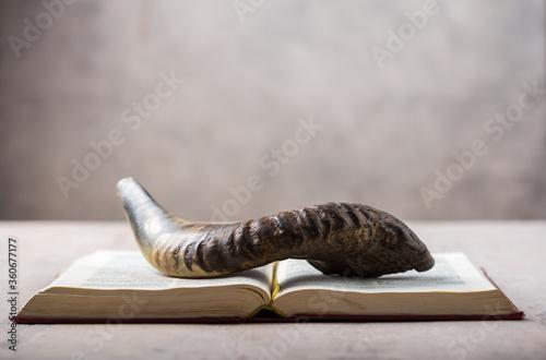Fotomural Rosh Hashanah (Hashana) (jewish New Year holiday) concept with Ram shofar (horn)