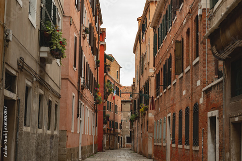 Fototapety, obrazy: empty alley in Venice, little movement of people, horizontal orientation