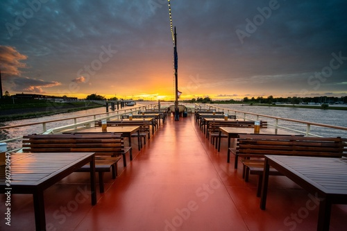 Landscape shot of a floating restaurant empty during beautiful sunset hour Fototapete