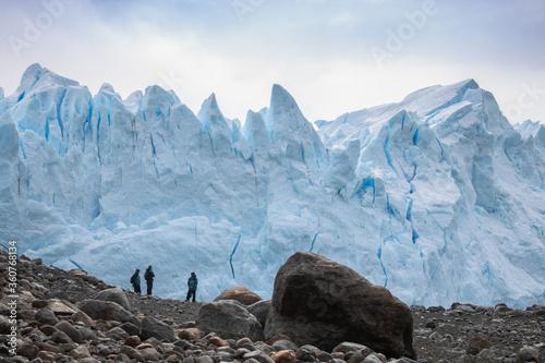 Valokuva Glacial na Argentina. Contraste das rochas e do gelo