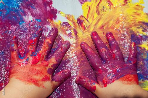 Fotografie, Tablou bambino che gioca con i colori a dita
