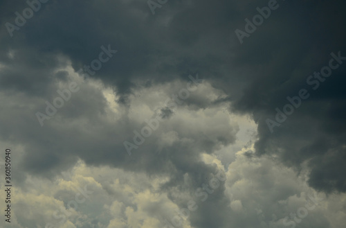 Foto Nadchodzi burza
