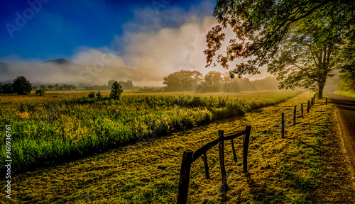 Photo Cades Cove sunrise over misty valley