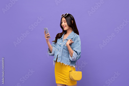 Fotografía Portrait of smiling young pretty Asian woman having video call on mobile phone i