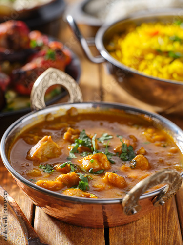 Fototapeta indian butter chicken curry in balti dish on table top obraz