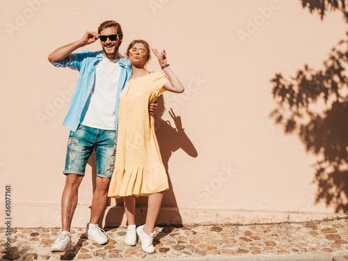 Fotografía Portrait of smiling beautiful girl and her handsome boyfriend