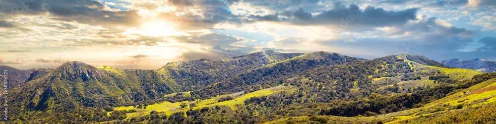 Fototapeta Panoramic shot of the beautiful Central Coast of Californa captured on a sunny day in the USA