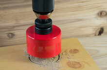 Rotating Hole Saw With Pilot D...