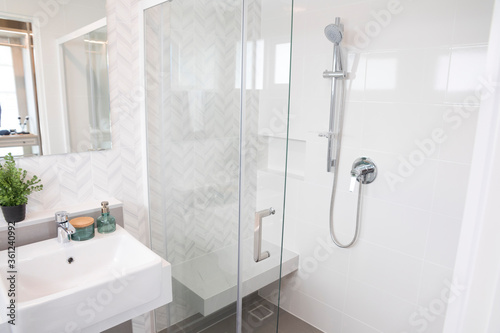 Fotomural Shower room with chrome tap, transparent glass doors and a shelf