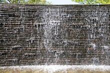 公園の水辺 滝