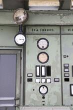 Anzeige In Einem Alten Kraftwerk