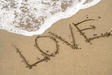 砂浜・波・LOVE