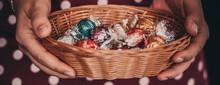 Bunt Kleine Bonbons Auf Dem Ti...