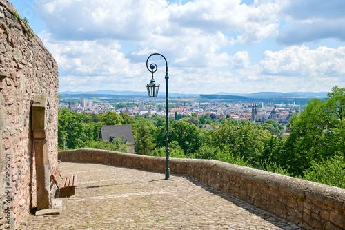 Vászonkép Ausblick über Fulda im Sommer von dem Kloster Frauenberg.