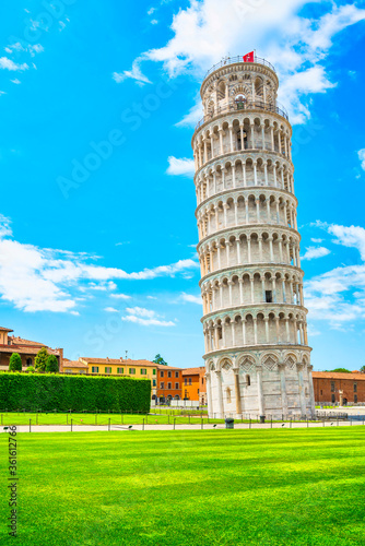 Leaning Tower of Pisa or Torre pendente di Pisa, Miracle Square or Piazza dei Miracoli Fototapeta