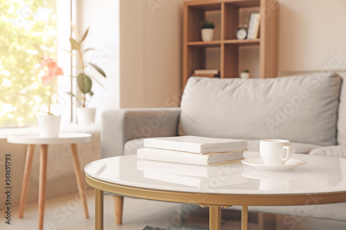 Cuadros en Lienzo Interior of modern room with table and sofa