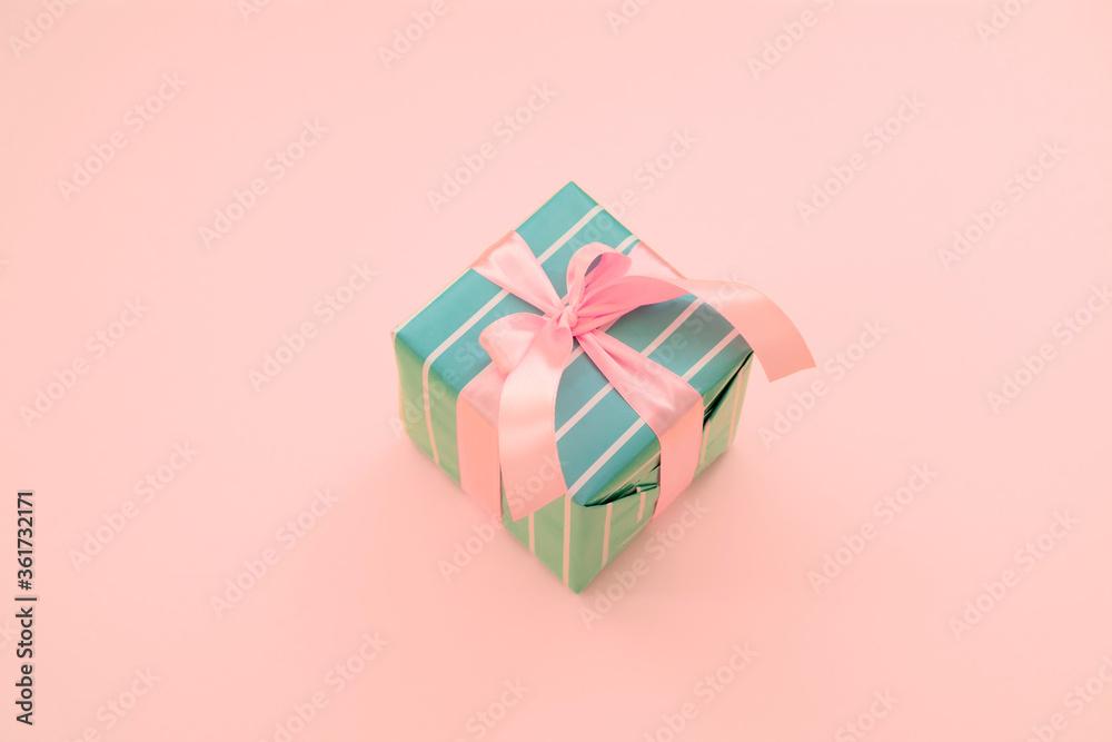 Gift box with a pink ribbon - obrazy, fototapety, plakaty