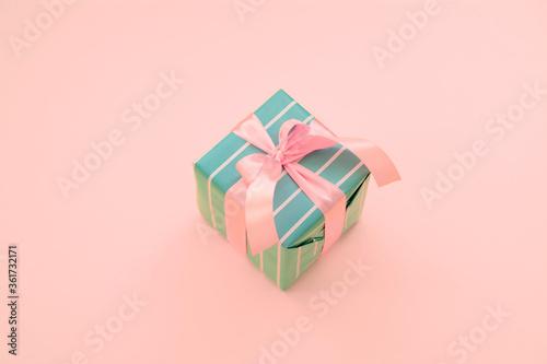Fototapeta Gift box with a pink ribbon obraz na płótnie