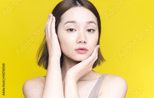 女性の美容イメージ  スキンケア コスメ 美白 美顔