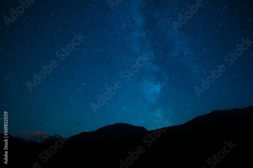 Fototapeta Mountain Silhouette Under Summer Stars Night Sky obraz