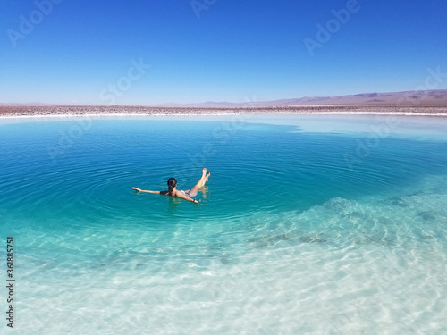 Chilling at Lagunas Baltinaches, Atacama Fotobehang