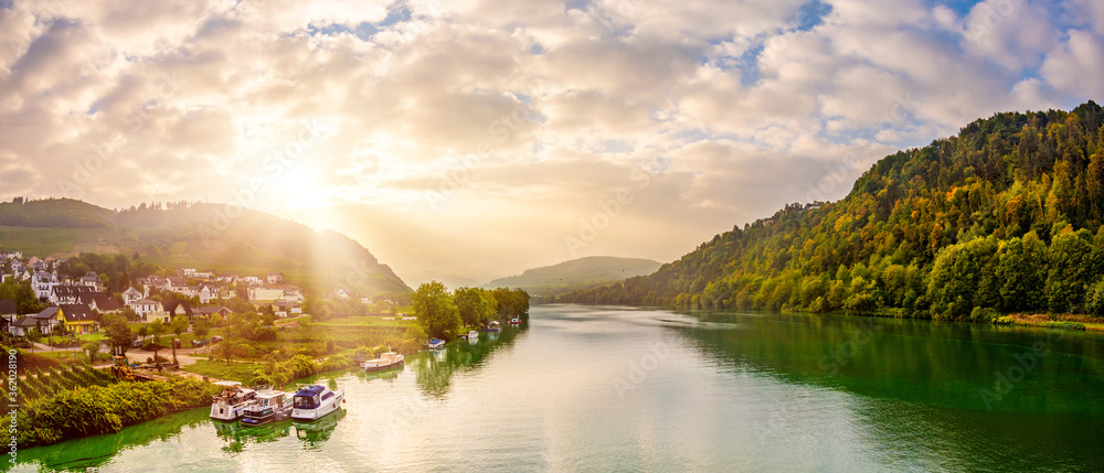 Fototapeta Autumn landscape with river, sunrise at the Moselle at Bullay
