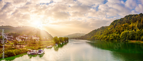 Fototapeta Autumn landscape with river, sunrise at the Moselle at Bullay obraz