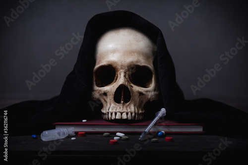 Photo Still life of human skull that died for a long times ,concept of horror or thril