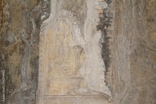 Photo Pompei, affreschi originari portati alla luce con gli scavi