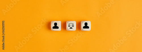 Businessman and scale of law icons on wooden cubes Fototapet