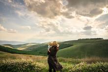 壮大な景色を眺める母...